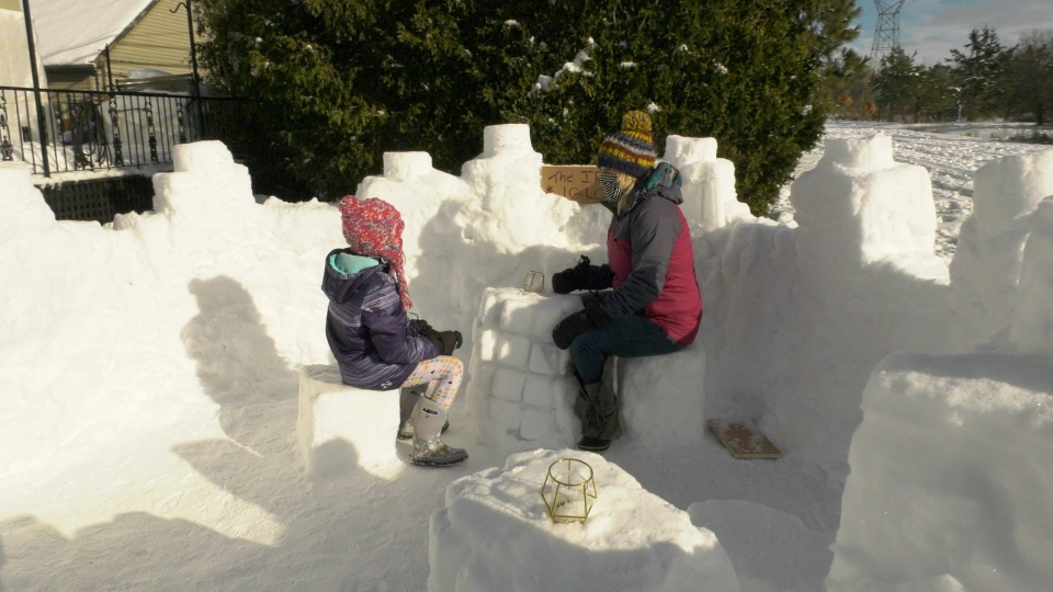Lindsay Hunter and her daughter Rosalie inside their snow fort. (Dave Charbonneau / CTV News Ottawa)