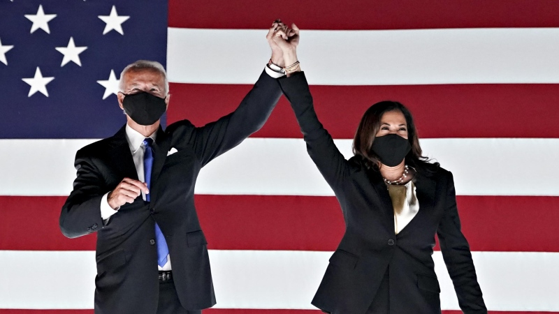 U.S. President-elect Joe Biden (left) will require masks on federal property as part of his first executive order. He's pictured here with Vice President-elect Kamala Harris in Wilmington, Delaware, on August 20, 2020. (Stefani Reynolds/Bloomberg/Getty Images)