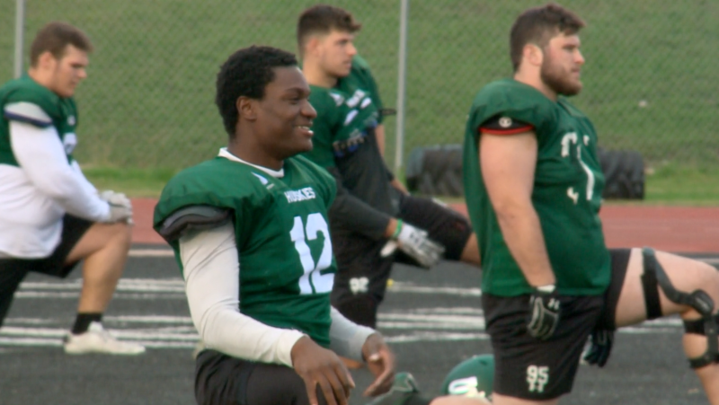 Nelson Lokombo trains on the field wit the Saskatchewan Huskies. (Pat McKay / CTV News)