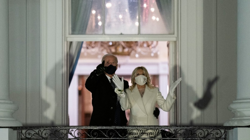 U.S. President Joe Biden and first lady Jill Biden watch fireworks from the White House, on Jan. 20, 2021. (Evan Vucci / AP)