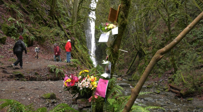 As a memorial for Andre Courtemanche grows at the base of the Niagara waterfalls in Goldstream Park on Thursday afternoon, his family is saying goodbye, one last time. (CTV)