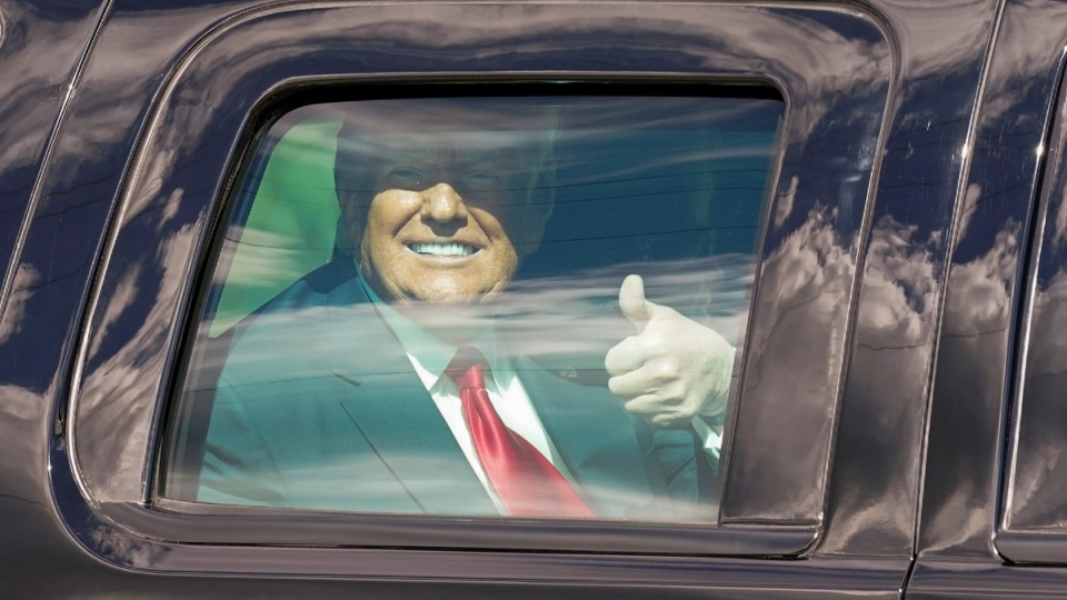 Donald Trump en route to Mar-a-Lago