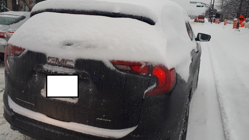 Gatineau Police issued a $108 fine to the driver of a snow-covered vehicle. (Gatineau Police/Facebook)