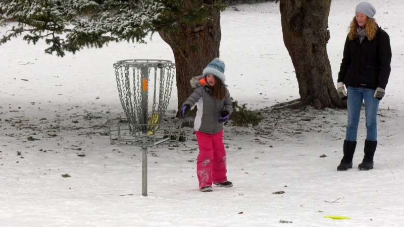 Stephanie McLeod and her daughter Tessa can once again hit the links thanks to a donation from members of the Calgary Disc Golf Club.