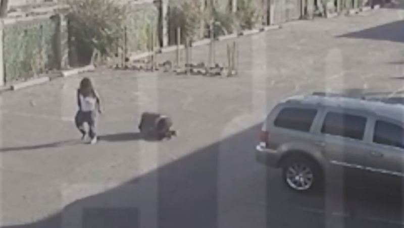 Phoenix police fatally shoot armed man with baby