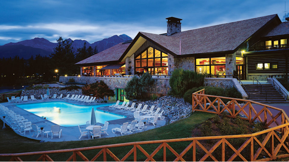 Jasper Park Lodge and its pool