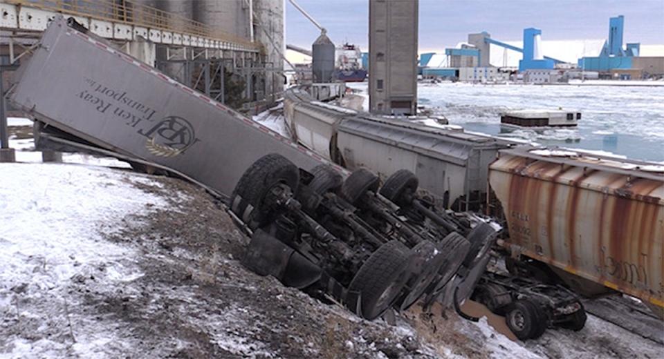 train-derailment-truck.jpg