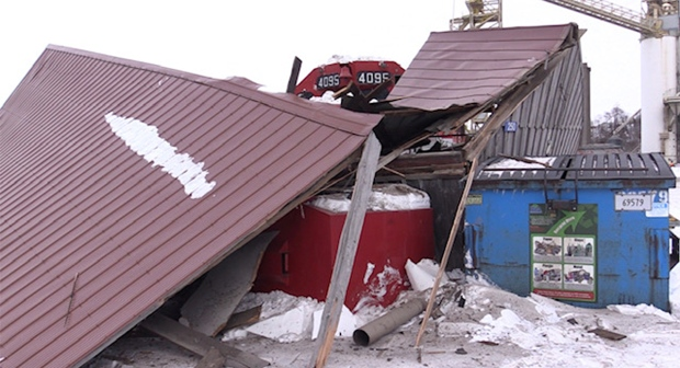 A train that derailed in Goderich, Ont. left behind a trail of damage on Monday, Feb. 1, 2021. (Scott Miller / CTV News)
