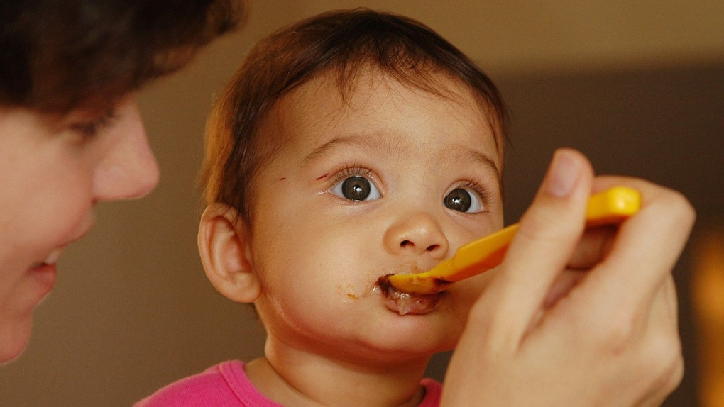 Eating homemade baby food in 2005