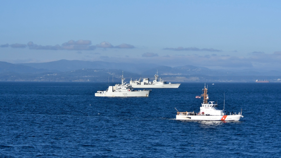 HMCS Whitehorse (left) and HMCS Calgary (centre) with a U.S. Coast Guard cutter off Victoria, B.C. in December 2020 (Royal Canadian Navy)