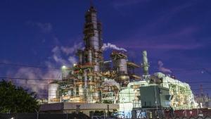 The Chevron Corp. El Segundo Refinery stands in El Segundo, Calif. on Monday, April 27, 2020. (Kyle Grillot/Bloomberg via Getty Images/CNN)