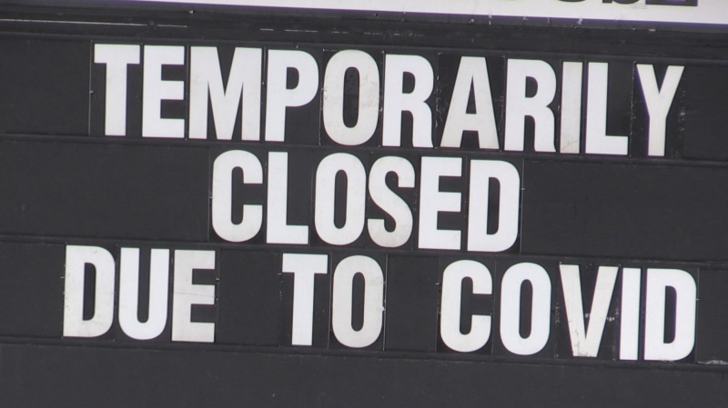 A restaurant in Barrie, Ont., posts a closed due to COVID sign in the window. (Siobhan Morris/CTV News)