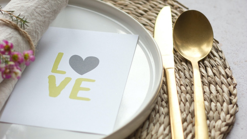 Ottawa restaurants are serving up special Valentine's Day dinners for takeout and delivery. (Photo by Micheile Henderson of Unsplash)