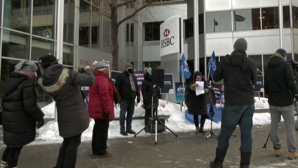 Health-care protest at Legault's office