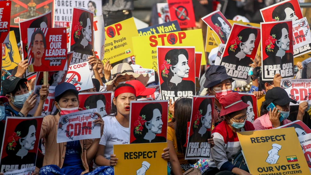 Suu Kyi remains in remand; troops fire at protesters