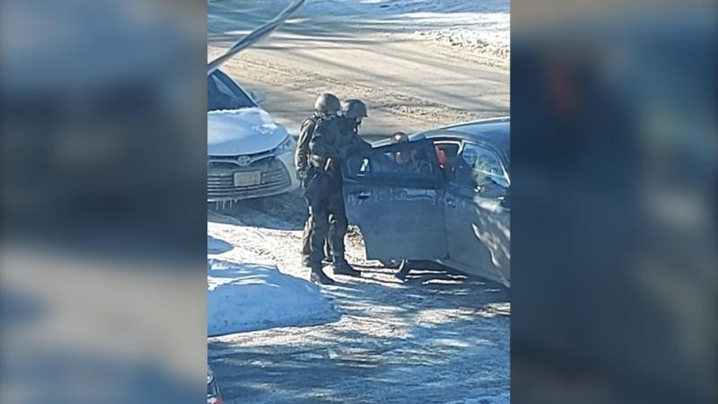 Timmins police make arrests following drug bust on Joseph Street. Feb. 18/21 (Lydia Chubak/CTV Northern Ontario)
