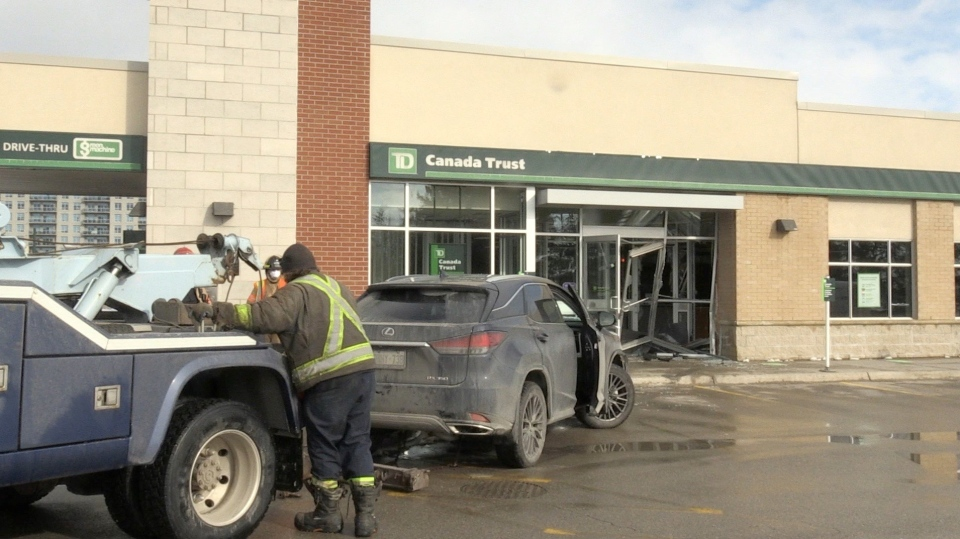 Car pulled from TD Bank in London Ont.