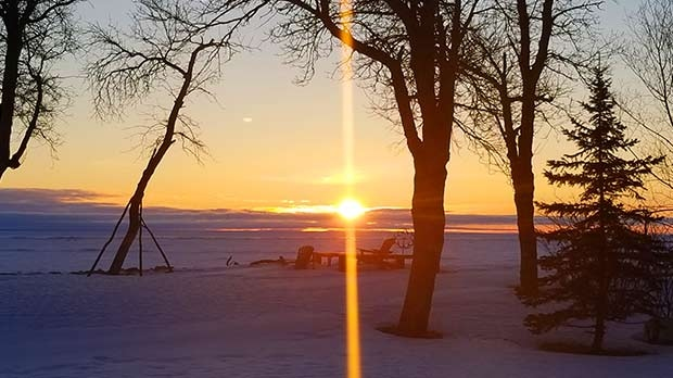Morning sunrise on Lake Winnipeg in Ponemah. Photo by Gaétanne Farley.