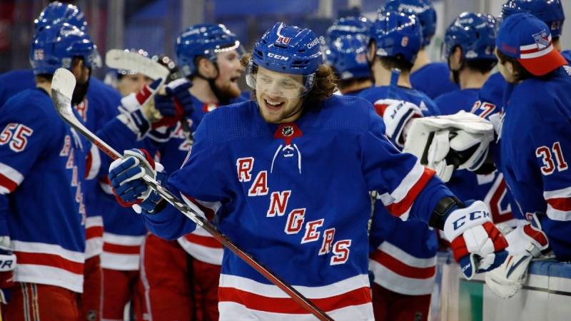 New York Rangers' Artemi Panarin, front, celebrates his first-period goal against the New York Islanders, on Jan. 16, 2021. (Bruce Bennett / Pool Photo via AP)
