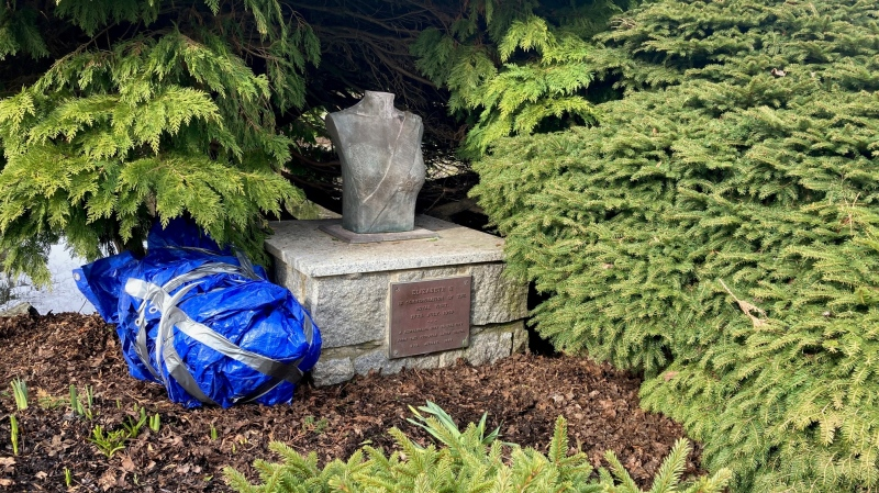 The Beacon Hill bust was created to commemorate the royal visit to Victoria in 1959. (CTV News)