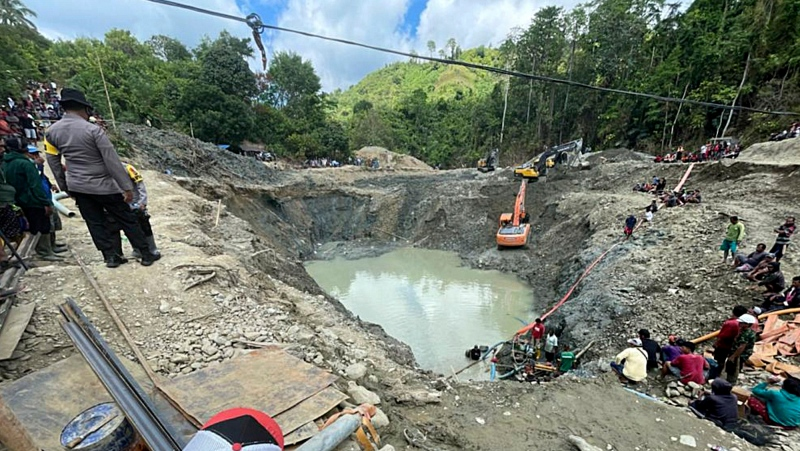 Rescuer workers pump water out of a collapsed gold mine as they search for victims in Parigi Moutong, Central Sulawesi, Indonesia, Thursday, Feb. 25, 2021. (AP Photo/Abdee Mari)