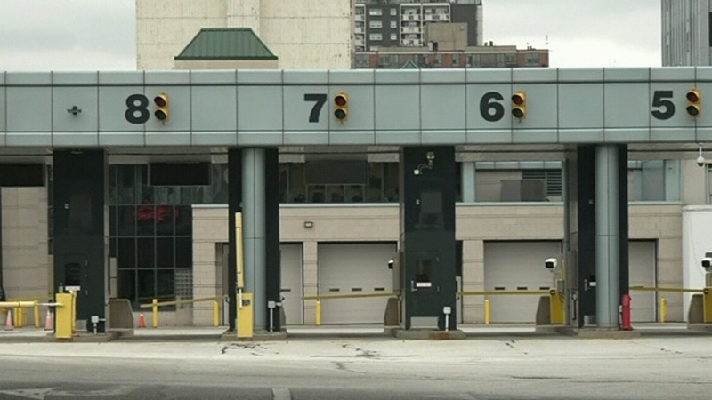 Border crossing issues in Windsor-Detroit
