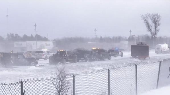 Multi-vehicle pileup shuts down Highway 400