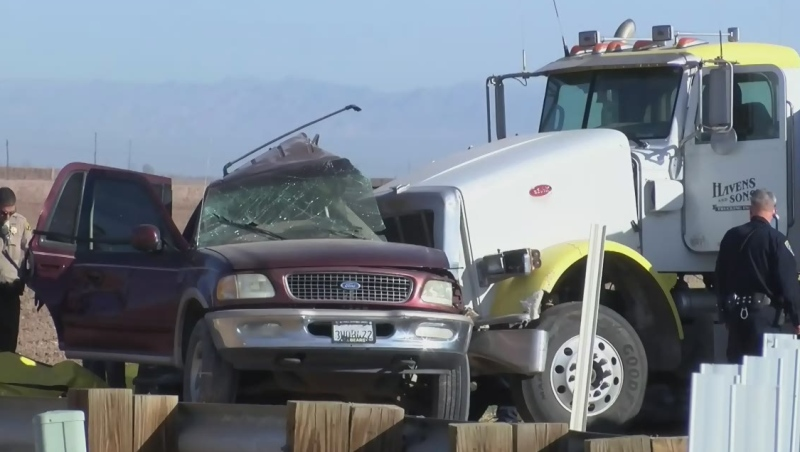 SUV carrying 25 people crashes into truck: 15 dead