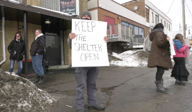 There was a peaceful rally Wednesday outside of an unsanctioned shelter for the homeless on Regent Street in Sudbury that has been ordered by the city to close due to fire safety concerns. (Alana Everson/CTV News)