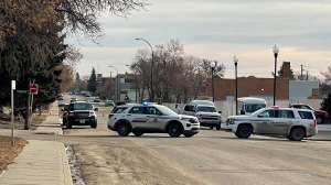 Police on the scene of an investigation at Swift Current apartment buildings. (Courtesy: Kathy Jennings)