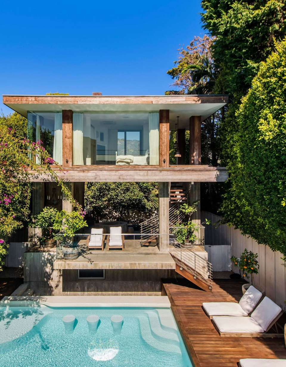 Pamela Anderson's Malibu home, listed for US$14.9 million, is shown: (Joel Danto / Luxury Levels)