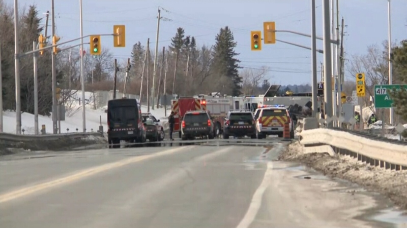 Emergency crews on the scene of a fatal crash on the Hwy. 417 off-ramp at Carp Road. (Mike Mersereau/CTV News Ottawa)