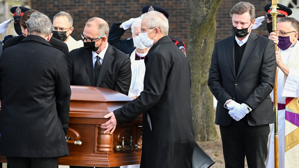 Wayne Gretzky watches the casket of his father,