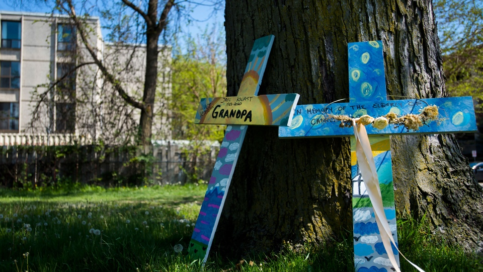 Cross displayed outside care centre in Ont.