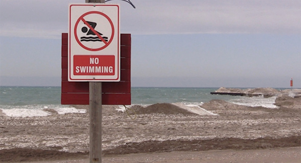 No swimming sign on Kincardine beach