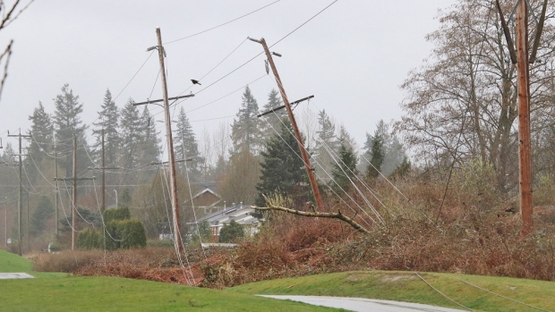 Wind knocks out power, cancels ferry sailings on South Coast