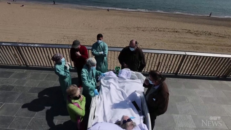 Medical staff at a Barcelona hospital treated a COVID-19 patient to some sea-and-sun therapy after 4 months in intensive care.