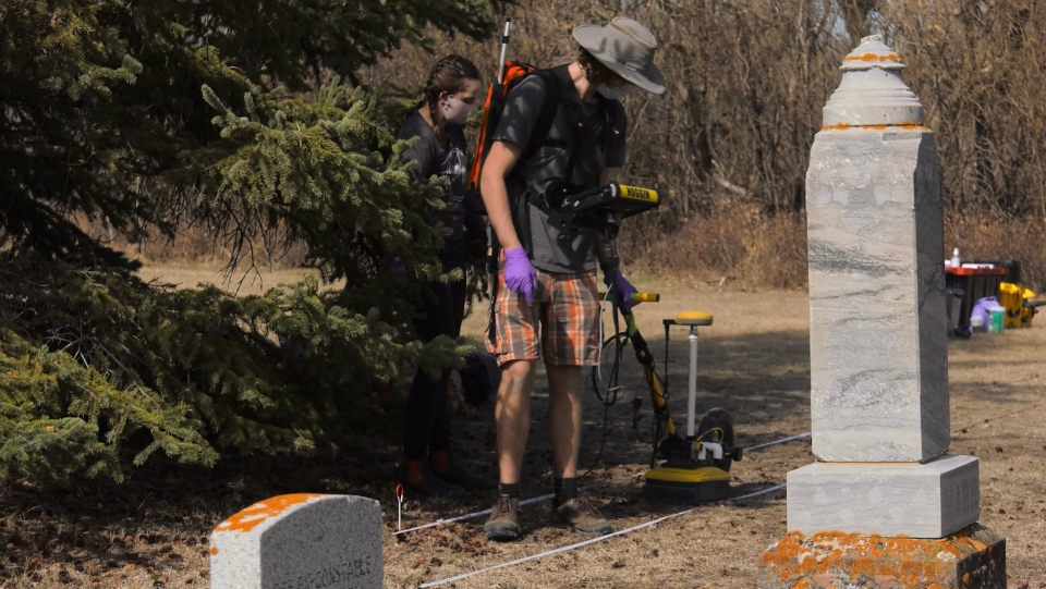 A team of archeology students at the U of S used ground-penetrating radar technology to map out lost grave sites at Nutana Cemetery in Saskatoon. (University of Saskatchewan)