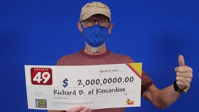 Richard Butler of Kincardine, Ont. picks up his winnings in Toronto. (Source: OLG)