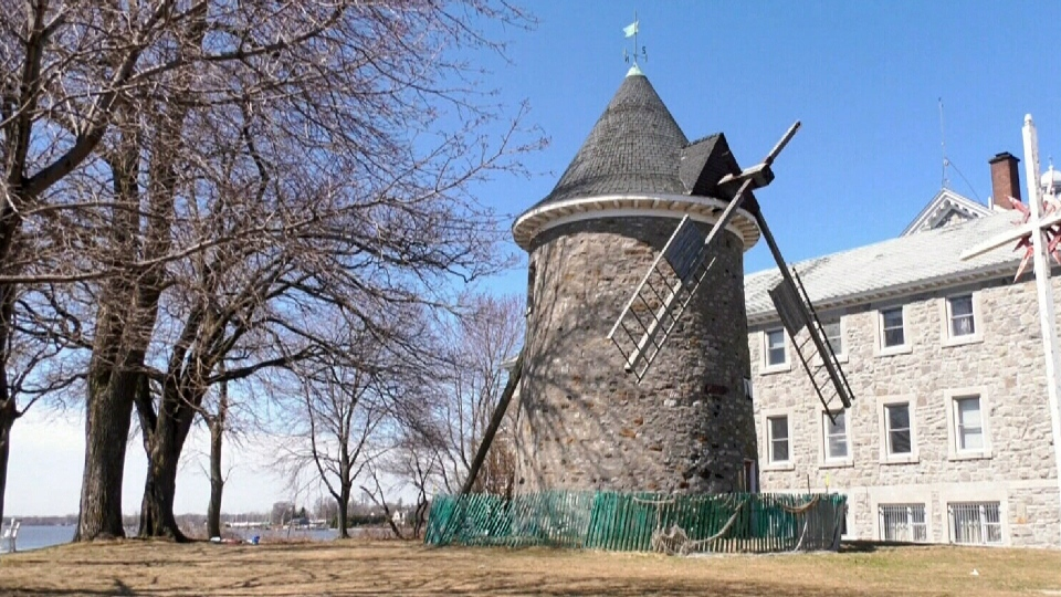 Pointe-Claire windmill repair on hold