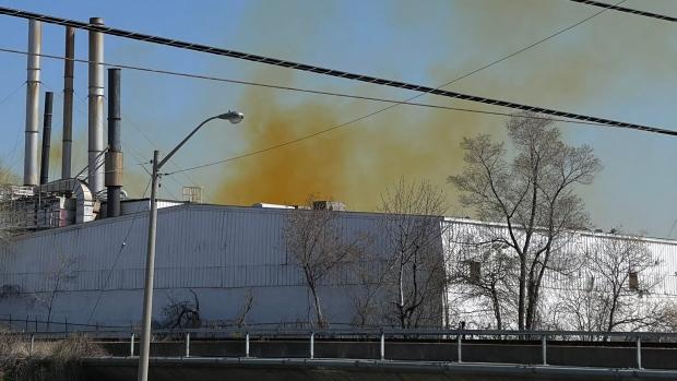 Yellow smoke is seen billowing from a commercial building near Highway 400 and Sheppard Avenue. (Twitter/ @cottageguys)