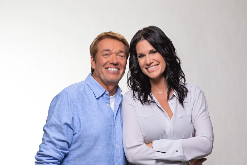 Z99's morning show hosts CC and Lorie (Supplied: Rawlco Radio)