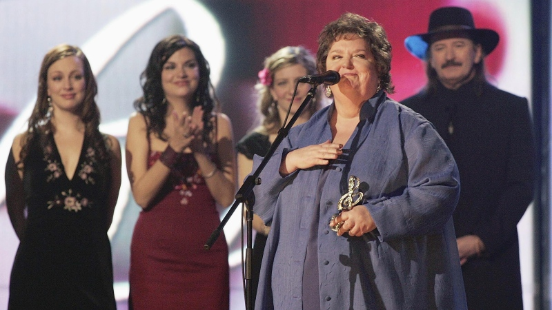 Rita MacNeil speaks after receiving a lifetime achievement award at the East Coast Music Awards Sunday Feb. 20, 2005 in Sydney N.S. (CP PHOTO/Jacques Boissinot)