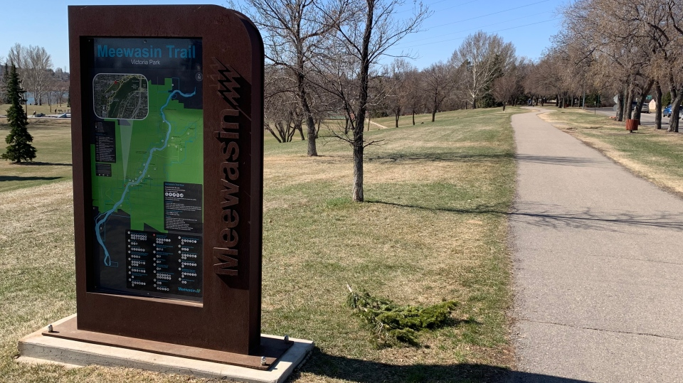 A sign for Saskatoon's Meewasin Trail is pictured on Apr. 16, 2021. (Dan Shingoose/CTV Saskatoon)