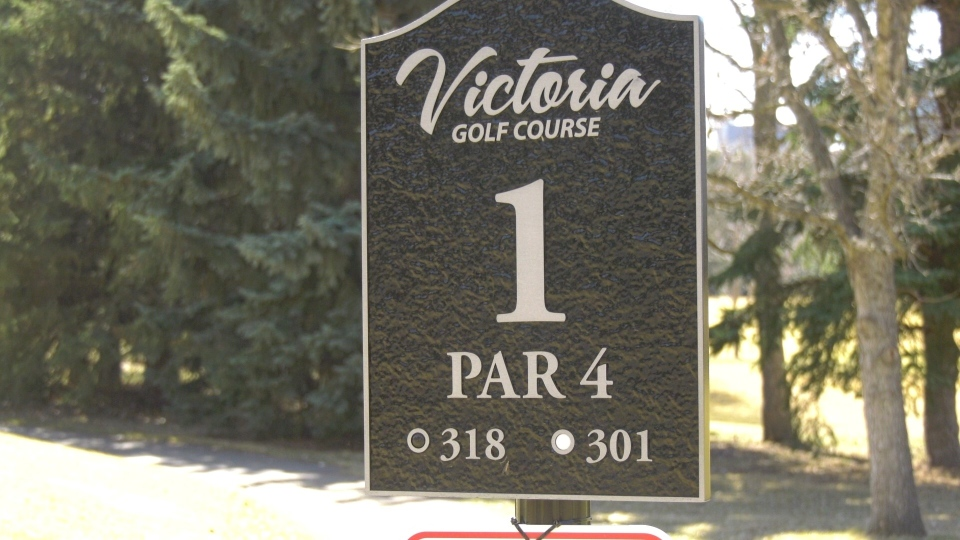 Golfers enjoy the spring weather at Victoria Golf Course (CTV News Edmonton/Dave Mitchell).