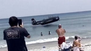 Wartime plane makes emergency landing