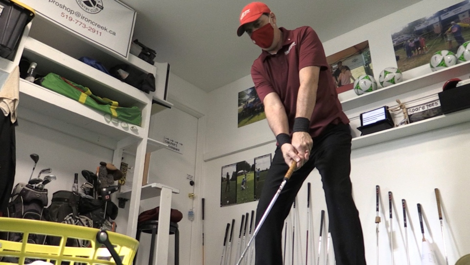 Golf instructor Johann Kinting of golflondon.ca practices golf at his teaching facility in London (Bryan Bicknell / CTV News)