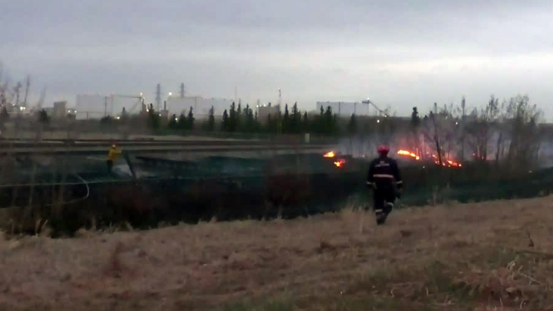 Fire threatens railway tracks in Strathcona County