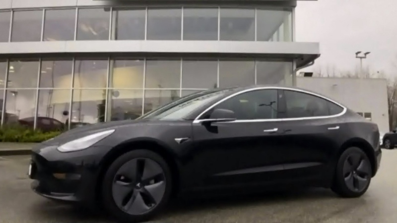 Couple finds used Tesla 3 doesn't have autopilot