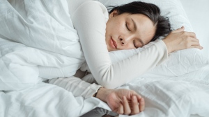 If you're trying to get by on about six hours or less of sleep a night during the workweek, you're setting up your brain for future failure, according to a new study published Tuesday in the journal Nature Communications. (Photo by Ketut Subiyanto from Pexels)